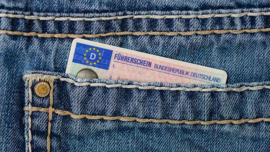 国際運転免許証の取得時間は30分即日交付で有効期限は1年!